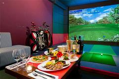 「フードが本気」のゴルフスタジオです!