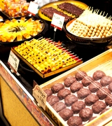 名物「おはぎ」からお団子、大福など美味しい和菓子に囲まれた職場です♪
