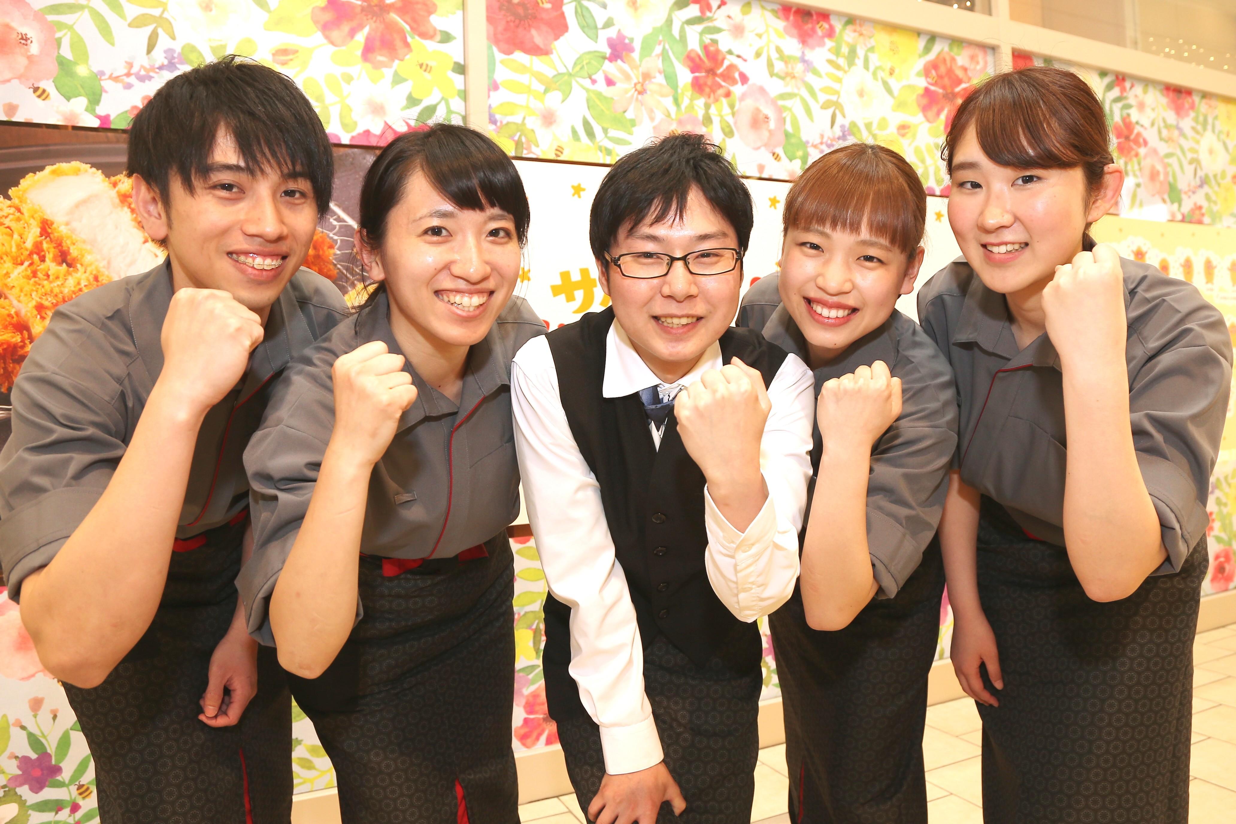 スタッフ間の仲の良さが魅力☆みんなで助け合ってお仕事!