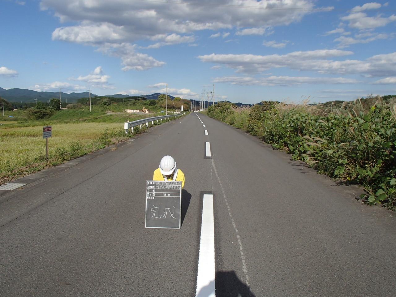 道路にラインを引く工事に関われます。